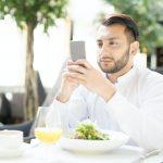 Choosing contact in smartphone